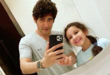 Mahesh Mastering Mirror Selfie